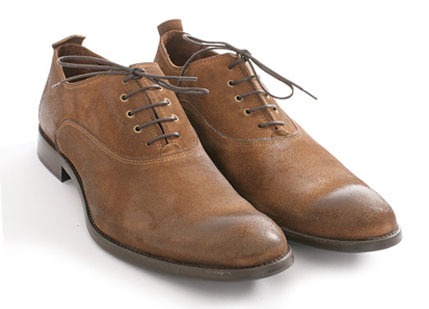 brown shoes these are very popular nowadays and are used for both casual and formal hugezha