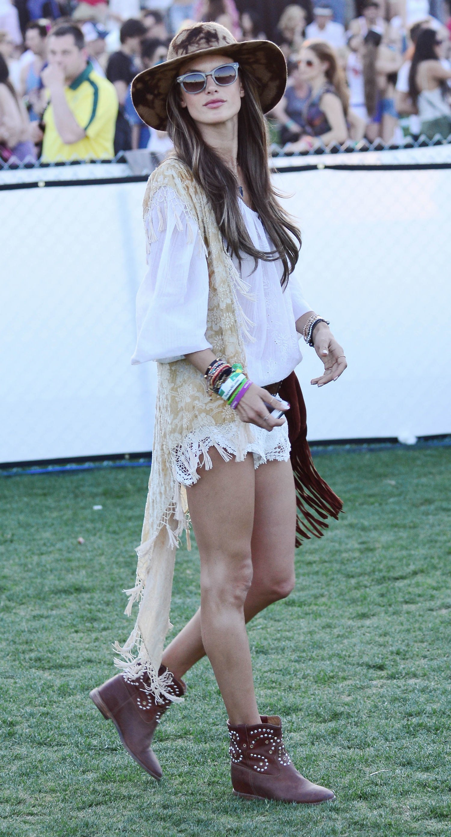 what to wear at a concert: music-festival outfit ideas inspired by  celebrities fmlmqan
